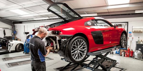 R8 Akrapovic fitting 2