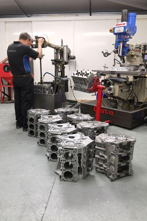 Nissan GTR engine block honing