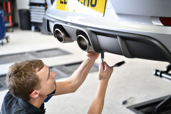 Akrapovic exhaust install on Porsche 991.2 3.0T
