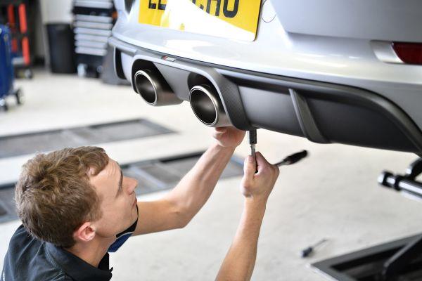 Akrapovic exhaust install on Porsche 991.2 3.0T