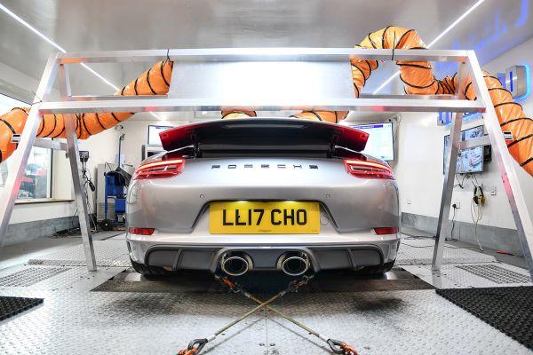 Porsche 991.2 3.0T Twin fans feeding rear intercoolers