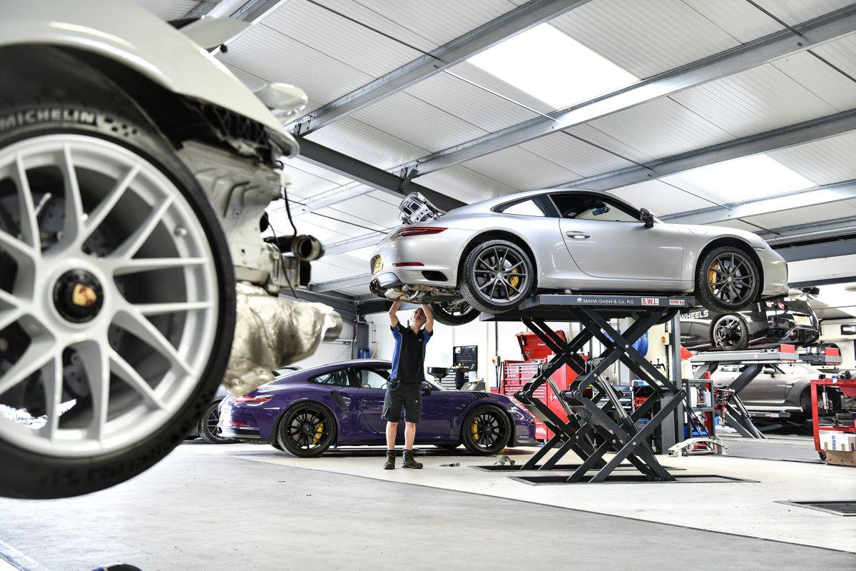 Porsche Carrera 991.2 having Akrapovic exhaust installed